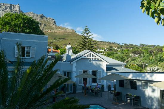 2Inn1  Kensington: Over the pool to the hotel and Table Mountain
