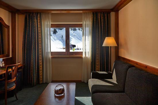 Sport Hotel Village: salón Junior suite