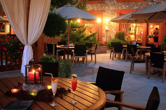 Sport Hotel Village: Terraza verano