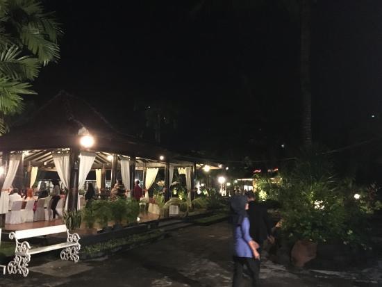 Gazebo Garden Restaurant At Purawisata Picture Of Gazebo Garden Restaurant Yogyakarta Region Tripadvisor