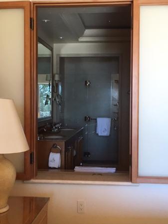 open sliders between bedroom and bathroom
