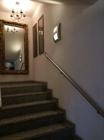 Hotel Seehof : das Treppenhaus mit Kronleuchter