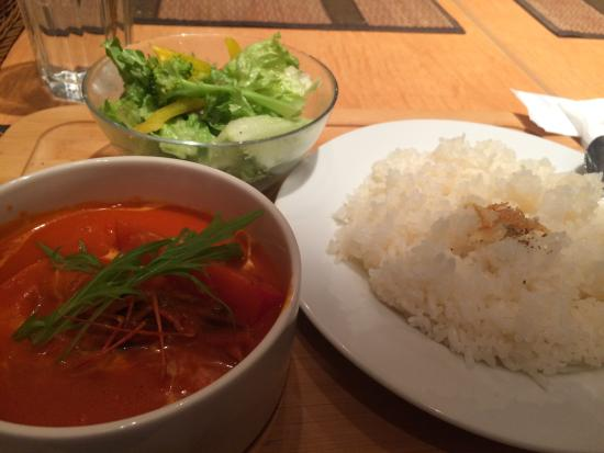 Gara Yokohama: トマトとオレンジのシュリンプカレー