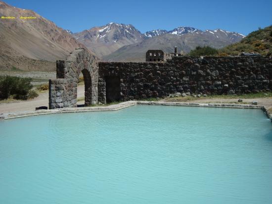 San Rafael, Argentina: Aguas Termales, contiene mucho minerales, en especial azufre.