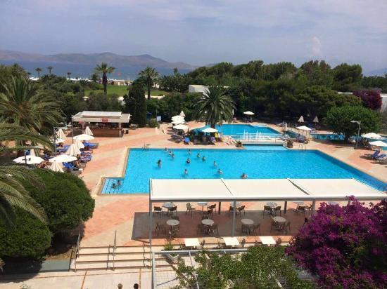 Caravia Beach Hotel: Caravia Beach Pools & Beach