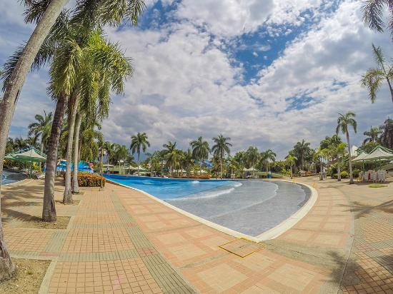 Foto de playa juncal neiva parque acu tico tripadvisor for Piscina de olas