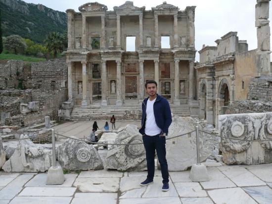 Efes Celsus Kütüphanesi - Picture of Celsus Kutuphanesi ...