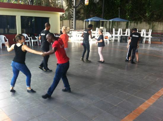 Club Salseando Chevere: Una tarde de lluvia con Salsa cubana