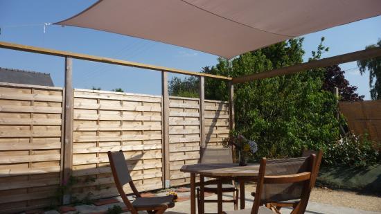 Terrasse Avec Voile D'Ombrage - Photo De La Mer Dans Les Bois