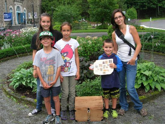 Shawinigan, Canadá: Une petite famille de Québec s'est amusée lors d'une activité adaptée pour les familles à l'été