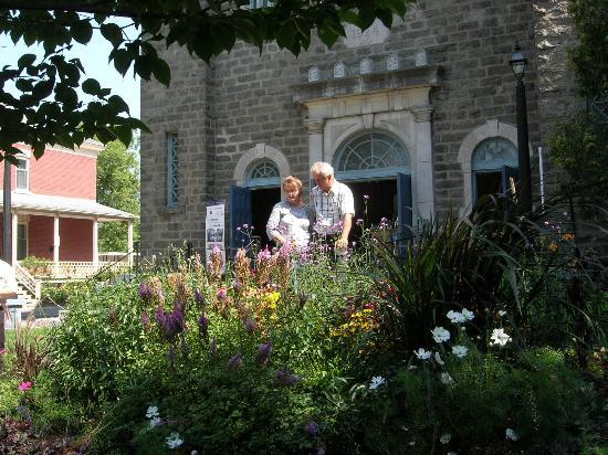 Shawinigan, Canadá: Des visiteurs admirent les aménagements paysagers