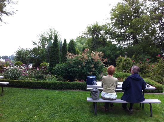 Shawinigan, Canadá: Des visiteurs profitent de l'air de pique-nique dans les jardins