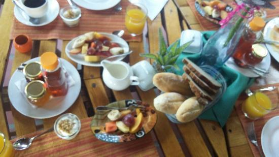 GUBAS DE HOEK meet eat sleep Photo