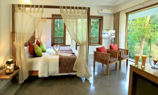 Amaana Plantation Resort: Villa Interiors