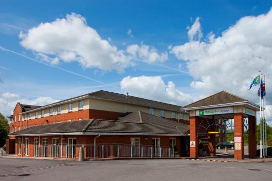 Holiday Inn Express Gloucester - South M5, Jct 12: Exterior