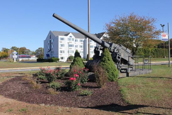 Groton Inn and Suites: Memorial Canon
