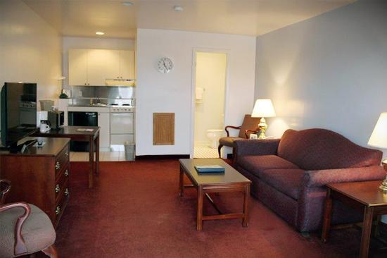 Groton Inn and Suites: Efficiency with kitchenette