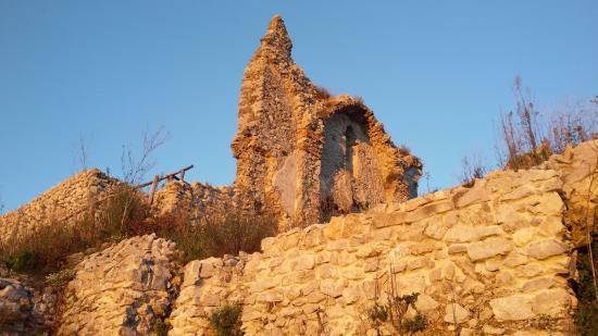 Mercato San Severino, إيطاليا: chiesina nel castello....