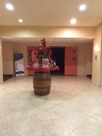 Galt, CA: A well-lit lobby, great staff
