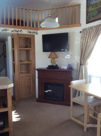 Pioneer Motel & RV Park: Inside Sportsman's Cabin