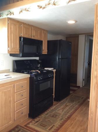 Pioneer Motel & RV Park: Kitchen Sportsman's Cabin