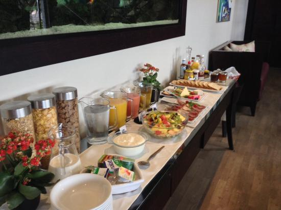 Atlantic House: The breakfast buffet
