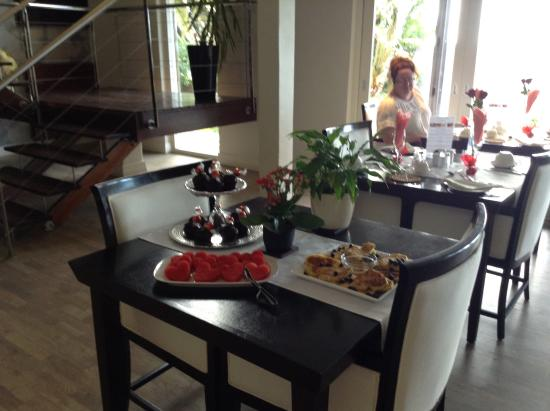 Atlantic House: The girls went out of their way to provide a Valentines breakfast for all the guests!