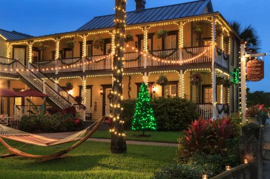 Bayfront Marin House Historic Inn: Warm welcomes for all of our holiday visitors!