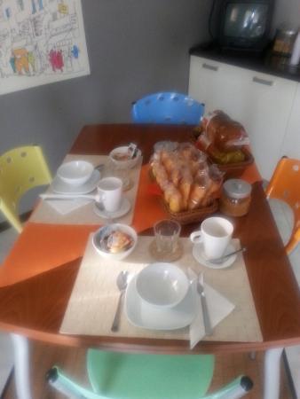 Rooms Rent Vesuvio Bed & Breakfast : 20160227_085553_large.jpg