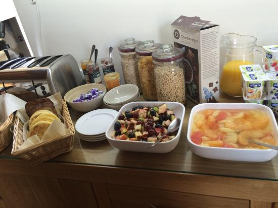 The Lighthouse: Really couldn't fault this place! Beautiful setting, immaculate rooms and a Breakfast fit for a