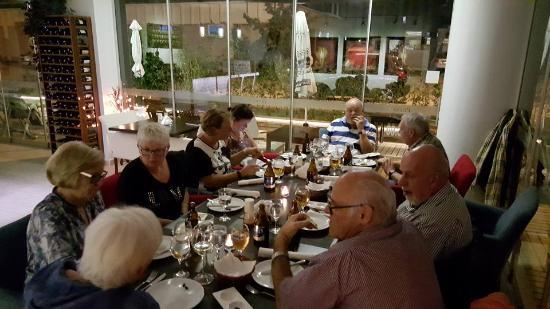Prima Restaurant Bar: Hyggelig restaurant. Svært komfortable møbler ...