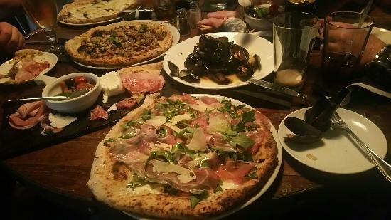 Pasquales 'A Pizza Napulitana
