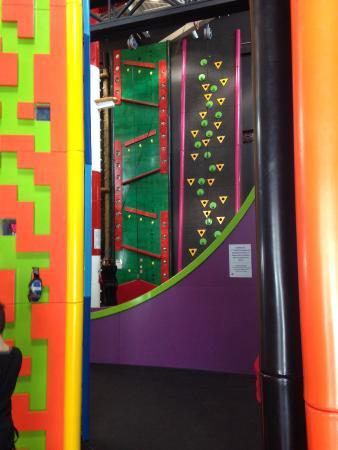 Centropolis: Climbing walls for kids