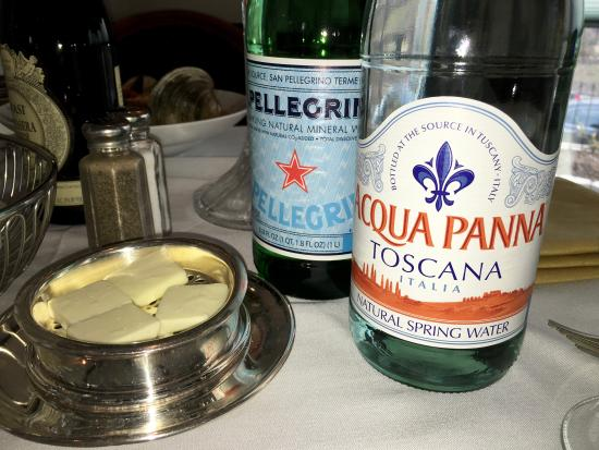 Ristorante La Perla: We have still and sparkling water by the bottle of Aqua Panna Toscana Italia and Pellegrino at R