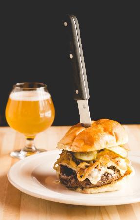 Bennethum's Northern Inn: Black Label Burger