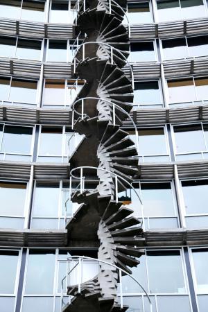 Paris, France: внутренний двор. просто геометрия архитектуры