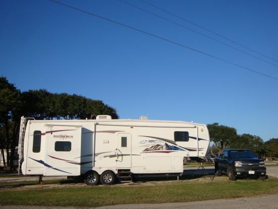 Whispering Oaks RV Park : RV Park Large Pull Thru Sites