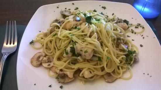 Verona Bistro: Garlic Chicken and Mushrooms over Spaghettini, a lunch special