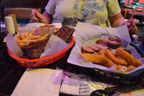 Bridgestone Arena Downtown Nashville Rippy S Smokin Bar Grill Ribs And Pork Loin Small Portions For 38