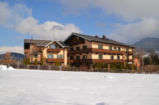 Hotel Edelweiss: View of the whole hotel