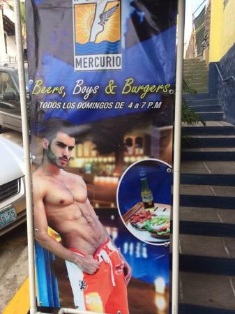 Hotel Mercurio: Sunday event at the pool