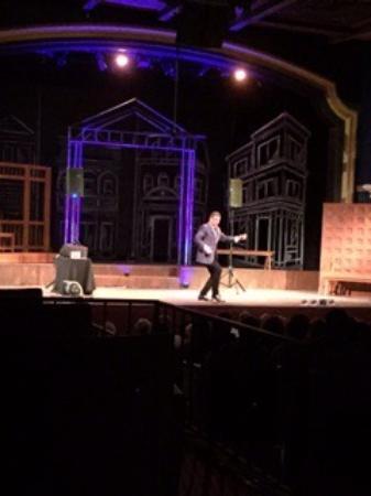 Lake Worth Playhouse: Var ikväll på Jimmy Mazz show musik från 50-talet. En i poserande föreställning.