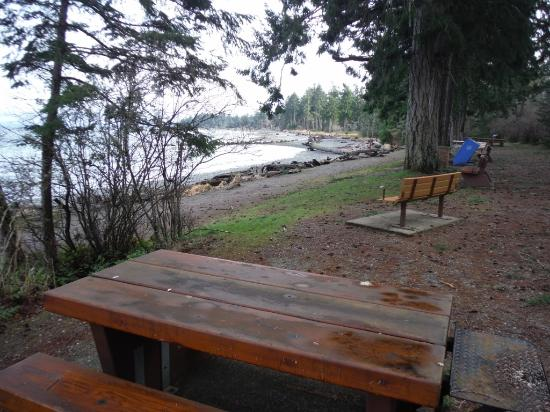 Courtenay, Kanada: PICNIC TABLES AND BENCHES