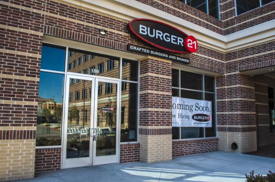 Burger 21 Frisco Square