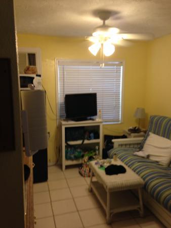 Sun Burst Inn: The room was tiny!