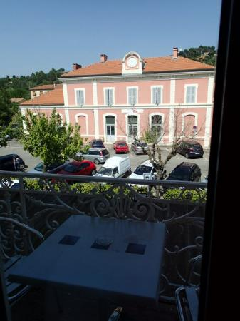 Luberon L'hôtel : Nice view from our balcony with free parking across the road.