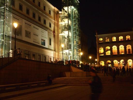 Evening picture of queen sofia arts center museo - Museo nacional centro de arte reina sofia ...
