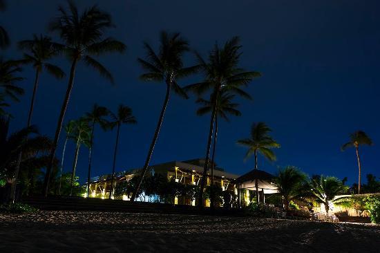 Weekender Resort & Hotel: Вечер на пляже