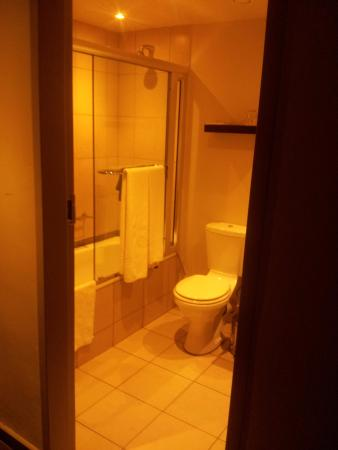 Thohoyandou, Sudafrica: its has a shower and a bath tub