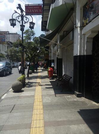 jalan braga bersih dan sejuk picture of braga street bandung rh tripadvisor com my